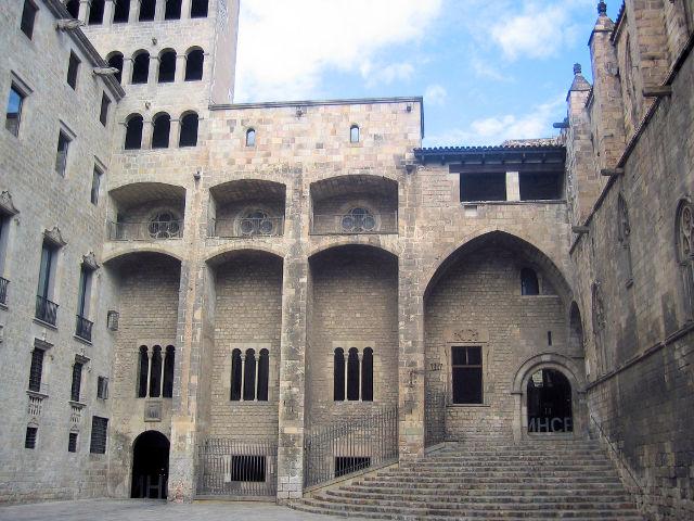 La Plaza del Rey de Barcelona