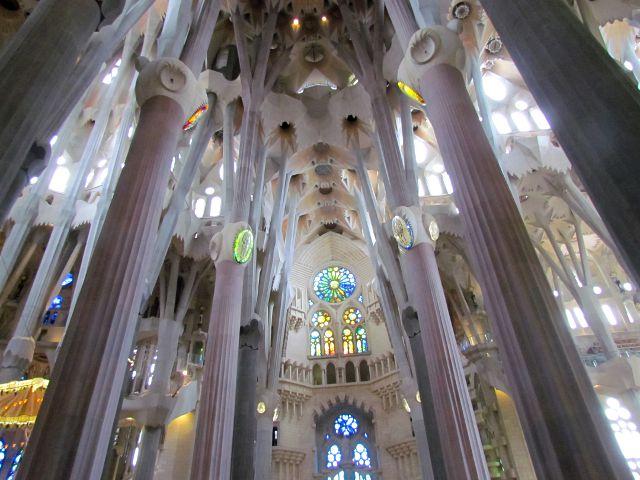 C mo visitar la sagrada familia el s mbolo de barcelona for Interior sagrada familia