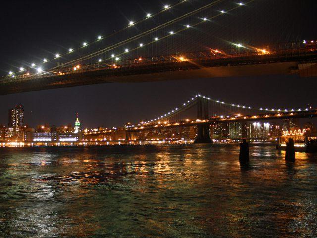 Nueva York - Puente de Brooklyn de noche