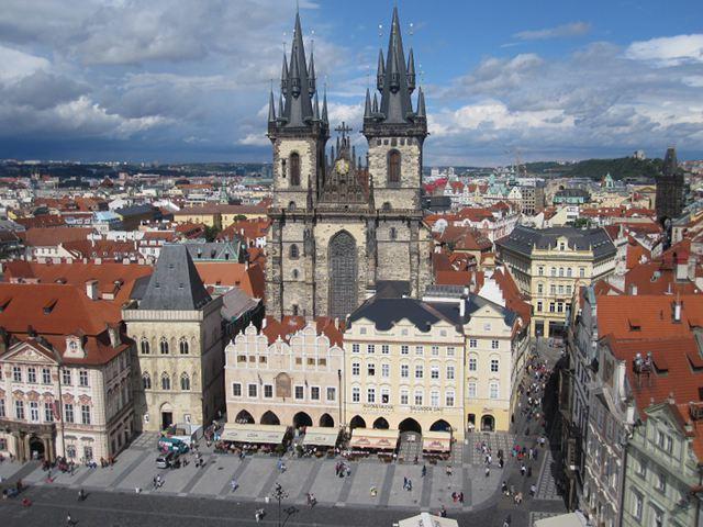 Praga - Plaza de la Ciudad Vieja - Iglesia de Tyn