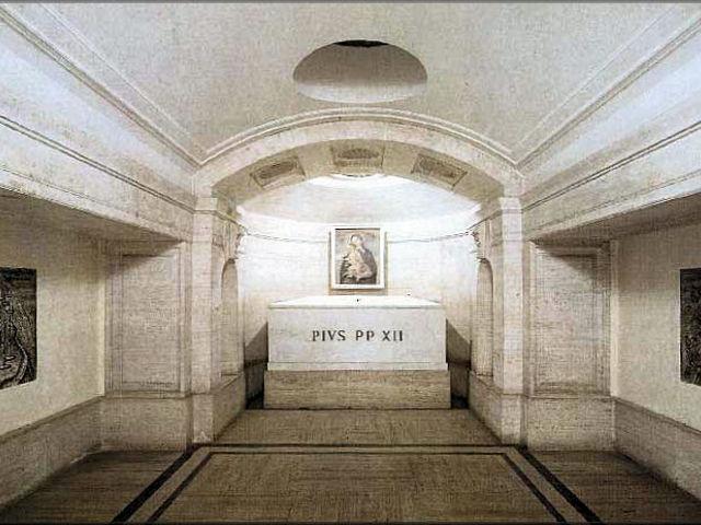 Roma - Basilica de San Pedro - Grutas Vaticanas