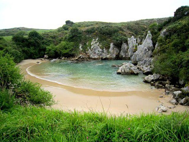 Asturias - Playa Gulpiyuri