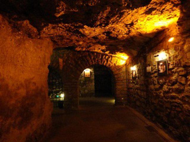 Visitar las grutas del Laberinto del Castillo de Buda