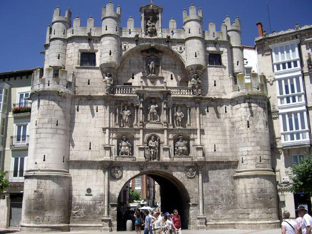 que ver en Burgos en un dia - Arco de Santa María
