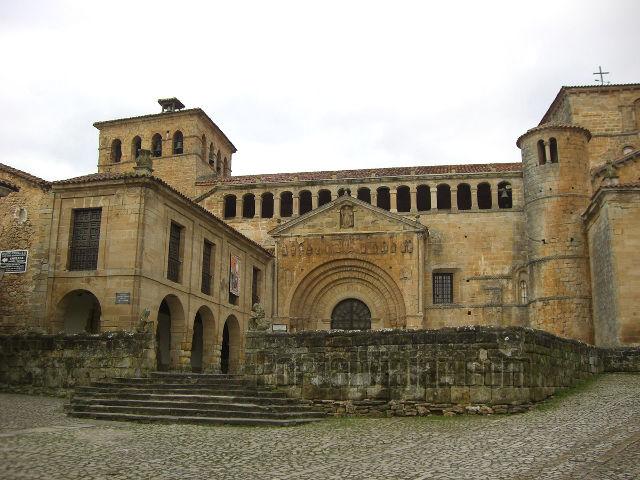 Cantabria - Santillana del Mar - Colegiata