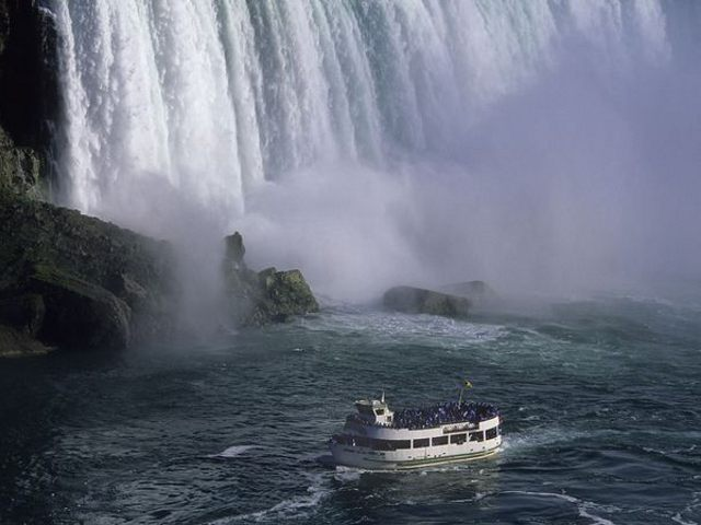 Cataratas del Niagara - Maid of the Mist