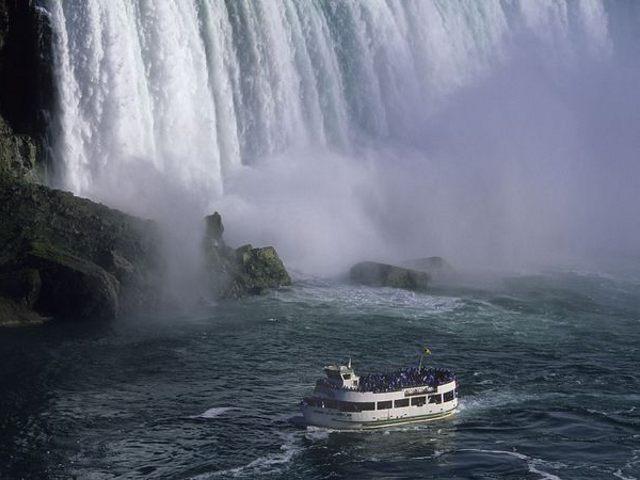 Cataratas del Niagara - Maid of the Mist