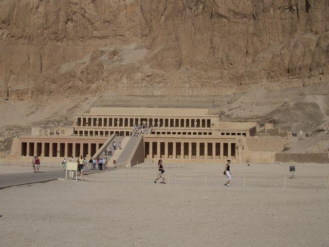 Egipto - Templo de Hatsehpsut. - Exterior