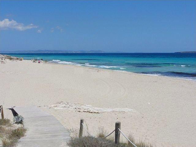Las mejores playas que visitar en Formentera. Dónde disfrutar del Mediterráneo