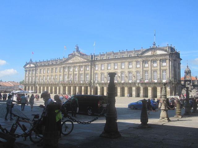 La Plaza del Obradoiro de Santiago de Compostela y sus edificios