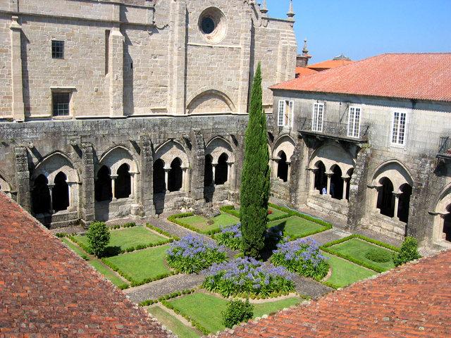 galicia-tui-catedral-claustro