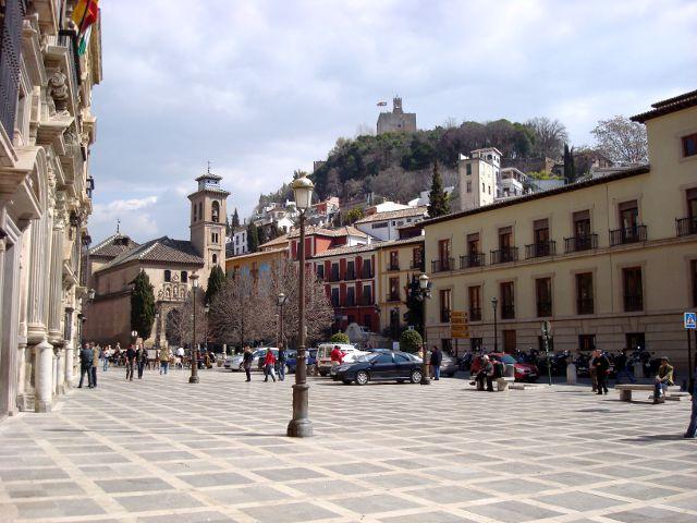 Plaza Nueva y Carrera del Darro. La más animada de Granada