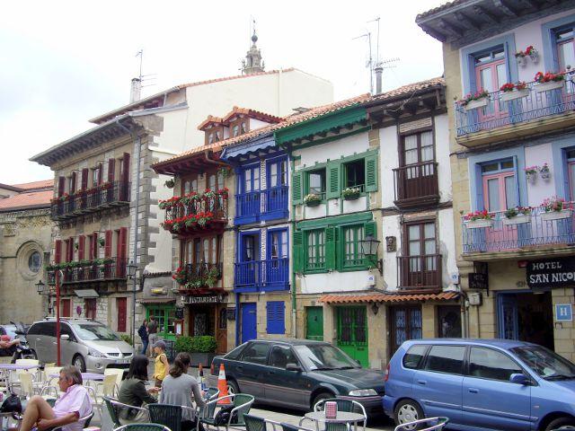 Qué ver en Hondarribia, un pueblo de colores en el norte de España