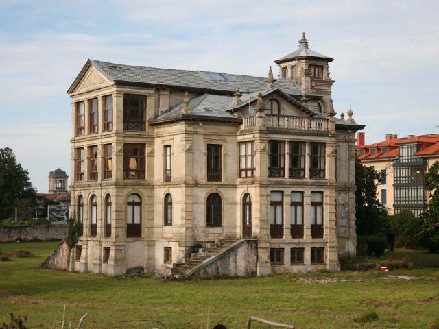 Llanes - El Orfanato