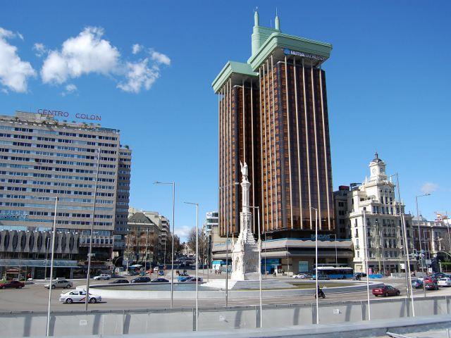 Visitar la Plaza de Colón de Madrid. Iglesia de Santa Bárbara