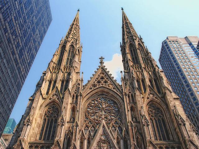 La Catedral de San Patricio, una catedral entre rascacielos