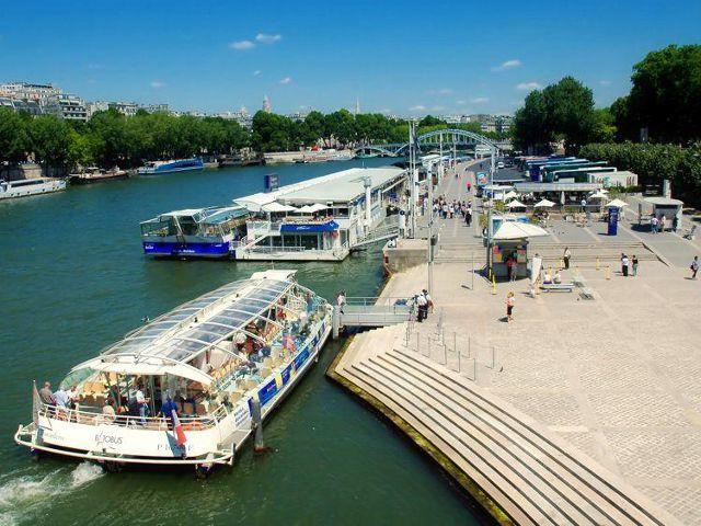 Realizar un paseos turísticos en Autobús o Barco por París