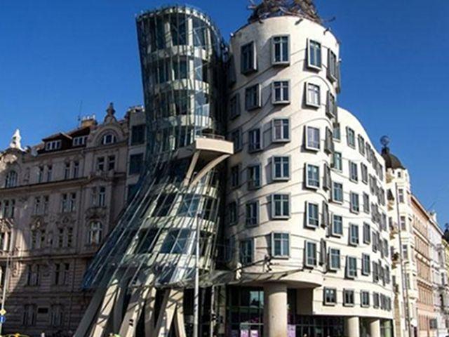 La Casa Danzante de Praga, Formas Imposibles