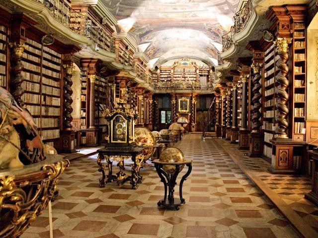 El Clementinum y su biblioteca, visita obligada de Praga