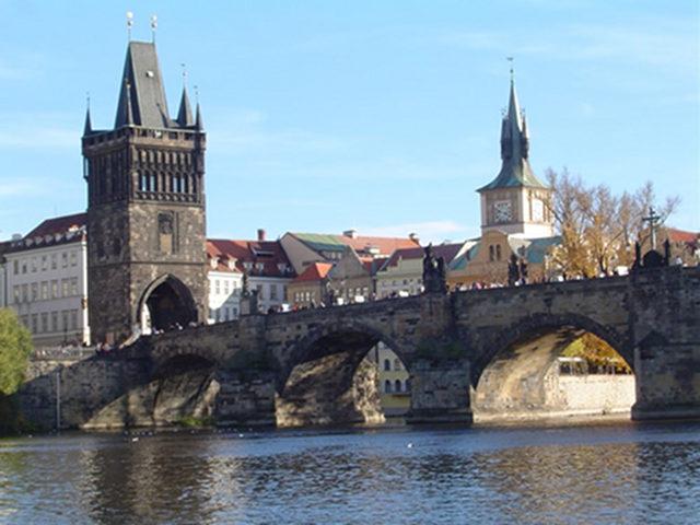 Visitar el Puente de Carlos de Praga. Sus torres y sus Leyendas