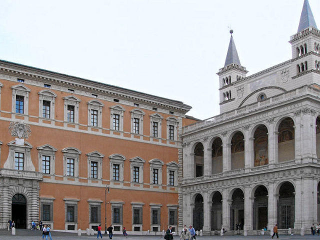Roma - San Juan de Letran - Puerta lateral