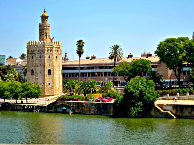 Visitar la Torre del Oro de Sevilla y el Museo Naval