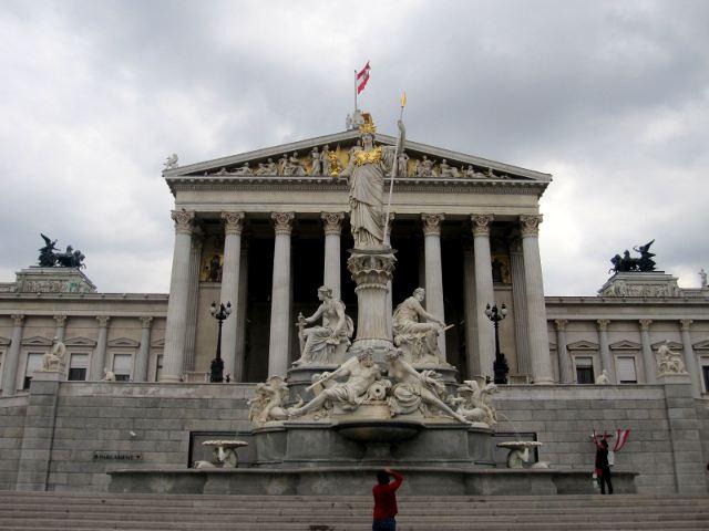 El Parlamento de Austria, estrella del neoclasicismo de Viena